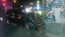 Car crashes into pillar injuring two, Vereeniging